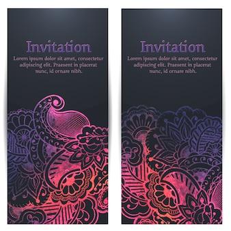 Tarjeta de la invitación y del aviso de la boda con las ilustraciones florales del fondo.