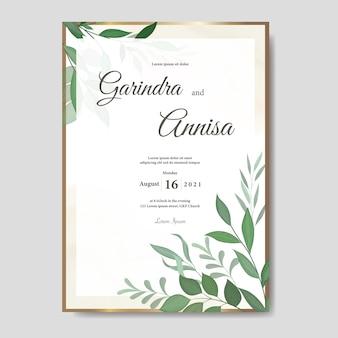 Tarjeta de invitación de boda elegante con hermosa plantilla floral y hojas premium vector