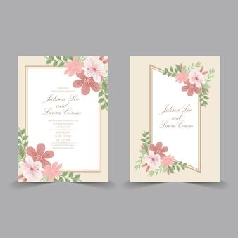 Tarjeta de invitación de boda con elementos florales de color agua