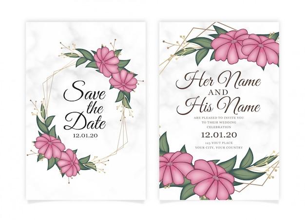 Tarjeta de invitación de boda flor rosa con fondo de mármol.