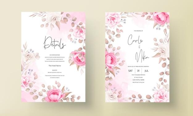 Tarjeta de invitación de boda con mano dibujar melocotón y floral marrón