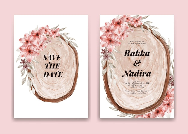 Tarjeta de invitación de boda con rodaja de madera y arreglo floral rosa