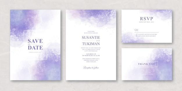 Tarjeta de invitación de boda con salpicaduras de acuarela púrpura