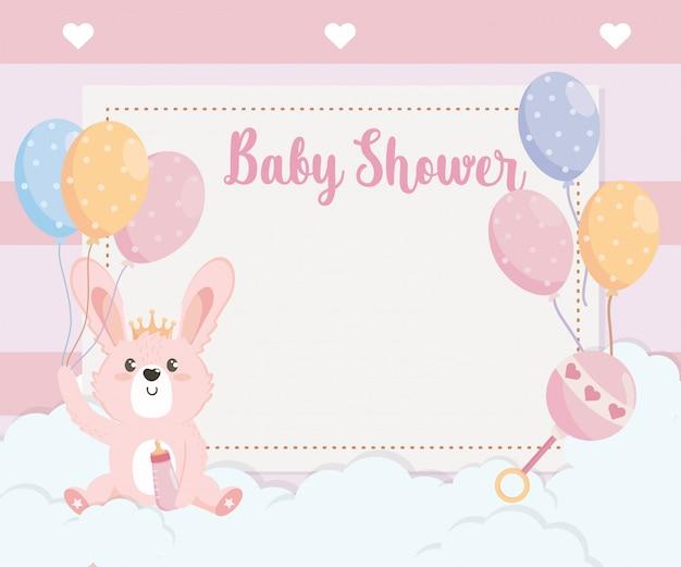 Tarjeta de lindo conejo animal con globos.