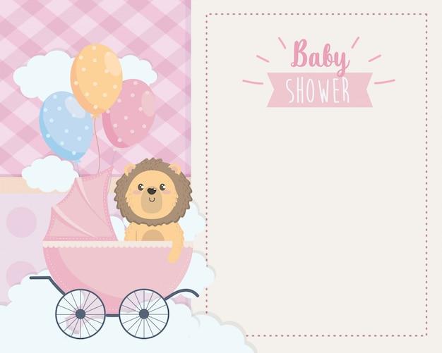 Tarjeta de lindo león en el carruaje y globos.