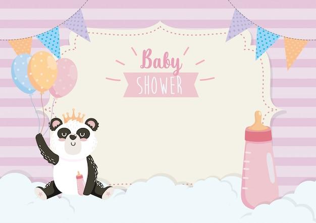 Tarjeta de lindo panda con biberón y globos.
