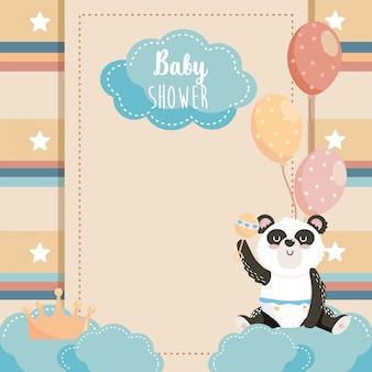 Tarjeta de lindo panda con corona y globos.