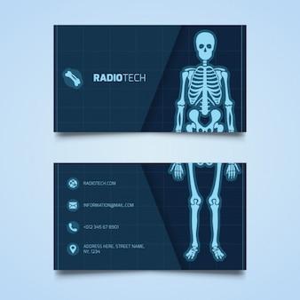Tarjeta médica con un esqueleto