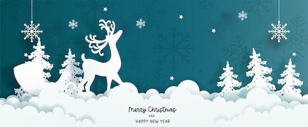 Tarjeta de navidad con renos y árbol de navidad.