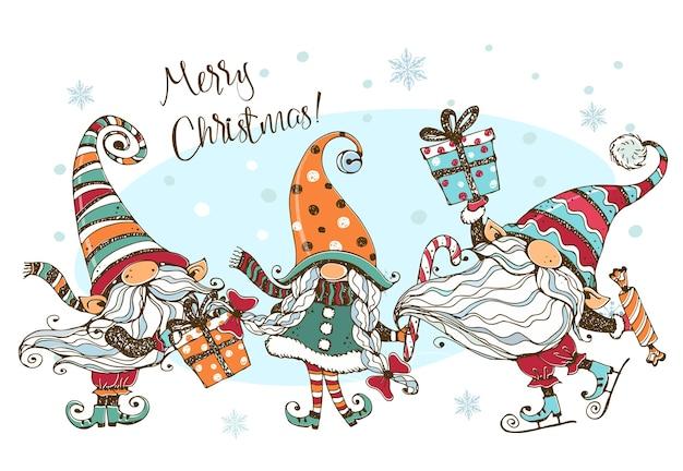 Tarjeta navideña con una divertida linda familia de gnomos nórdicos con regalos.