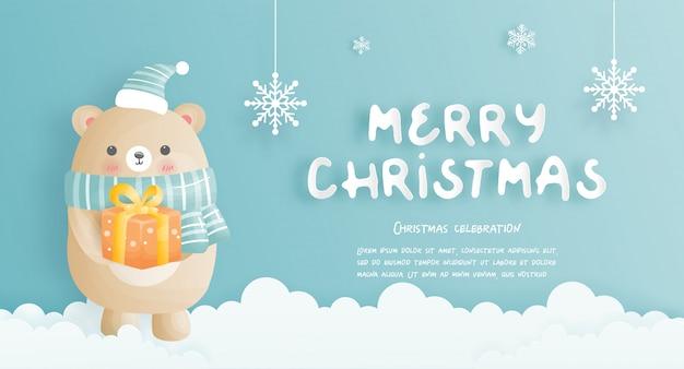 Tarjeta navideña con lindo oso y caja regalo.