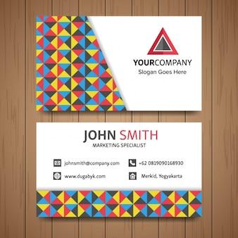 Tarjeta de negocios con formas geométricas triangulares