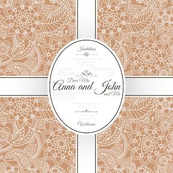 Tarjeta con patrón de paisley indio marrón