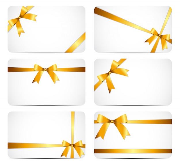 Tarjeta de regalo con cinta dorada y lazo.