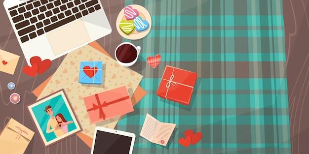 Tarjeta de regalo para el día de san valentín decorado para vacaciones espacio de trabajo escritorio espacio en blanco vista desde arriba