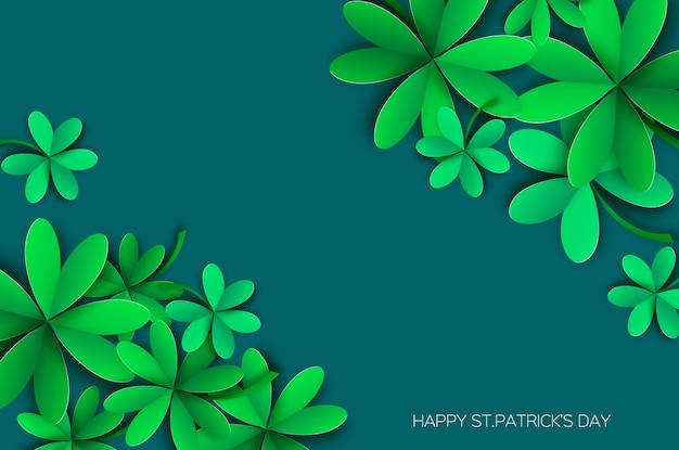 Tarjeta de saludos feliz día de san patricio. trébol de cuatro y tres hojas en estilo de corte de papel.