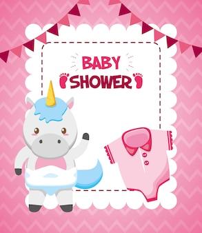 Tarjeta de unicornio y ropa para baby shower