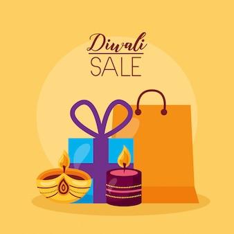 Tarjeta de venta de diwali con regalos y velas