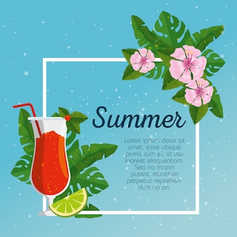 Tarjeta de verano y flores tropicales con hojas y cócteles.