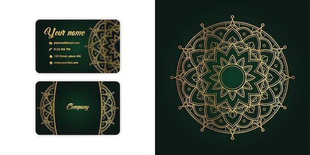 Tarjeta de visita arabesca de mandala de oro de lujo y fondo arabesco en elegante color verde