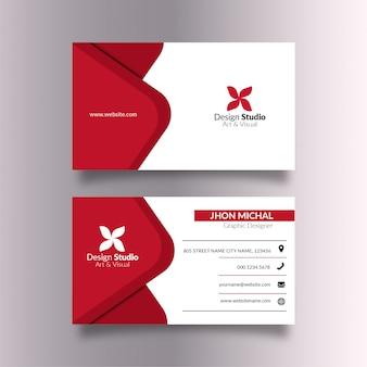 Tarjeta de visita blanca con elegantes detalles en rojo.