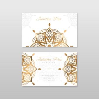 Tarjeta de visita blanca con mandala dorado