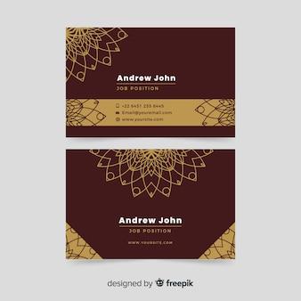 Tarjeta de visita elegante borgoña y dorada