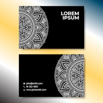 Tarjeta de visita con elementos ornamentales en blanco y negro