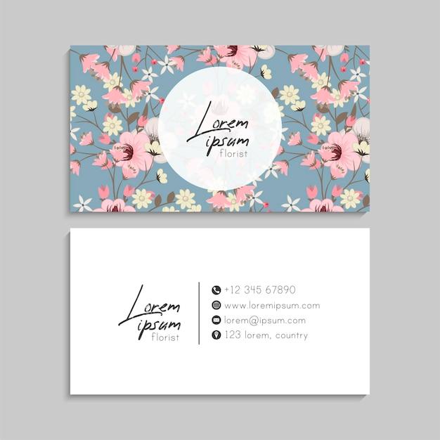 Tarjeta de visita de flores con flores rosadas en azul claro