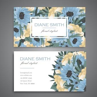 Tarjeta de visita con hermosas flores azules y amarillas