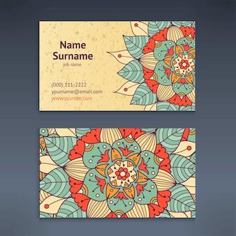 Tarjeta de visita y negocios vintage con patrón floral mandala