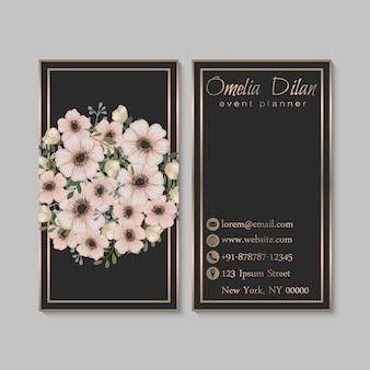 Tarjeta de visita oscura de lujo con flores