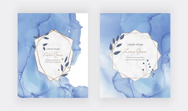 Tarjetas de acuarela de tinta de alcohol azul con marcos geométricos de mármol y hojas