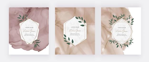 Tarjetas de acuarela de tinta de alcohol desnudo con marcos geométricos de mármol y hojas