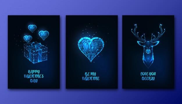 Tarjetas de felicitación del día de san valentín con corazón poligonal futurista que brilla intensamente bajo, caja de regalo, cabeza de ciervo