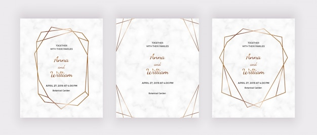 Tarjetas de invitación de boda de mármol con marcos de líneas geométricas poligonales doradas.