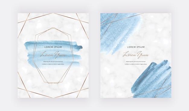 Tarjetas de trazo de pincel acuarela azul con marcos de líneas poligonales doradas.