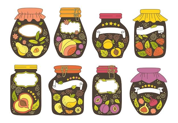 Tarro de etiqueta o adhesivo con conjunto de doodle de fruta atasco de envases de etiquetas. ciruela de melocotón de jugo de dibujos animados, manzana albaricoque.