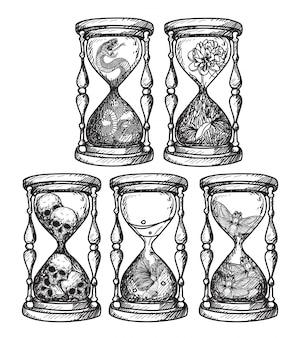 Tatuaje arte reloj de arena que contiene varias cosas a mano dibujo.
