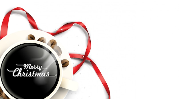 Taza de café con adornos navideños y tarjeta de granos de café