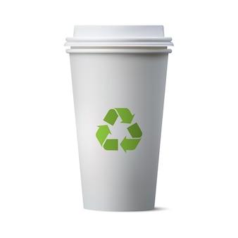 Taza de café de papel realista y signo de reciclaje, taza de papel ecológico