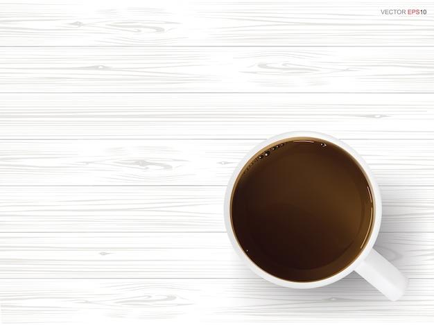 Taza de café sobre fondo de textura de madera blanca