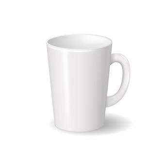 Taza de cerámica blanca aislada realista con sombras. plantilla para diseño de marca