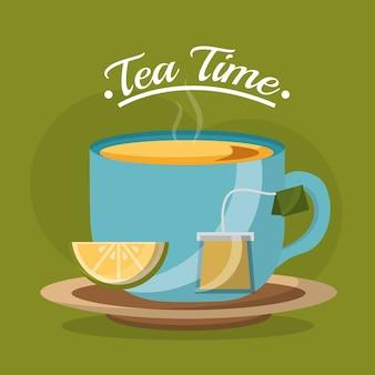 Taza de té rebanada limón y bolsita de té en el plato