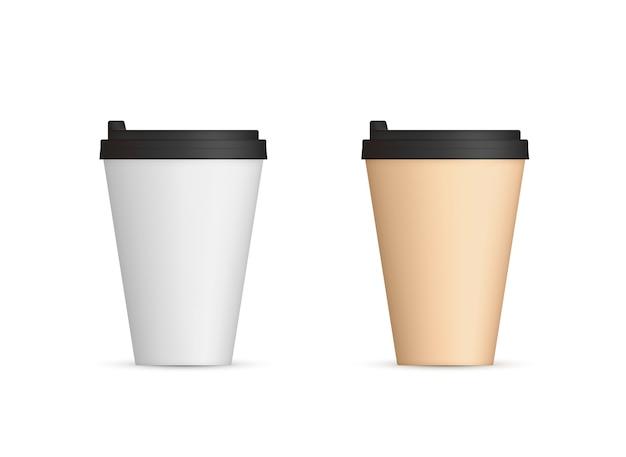 Tazas de café de papel realista con tapa.
