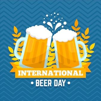 Tazas llenas de cerveza evento internacional del día de la cerveza