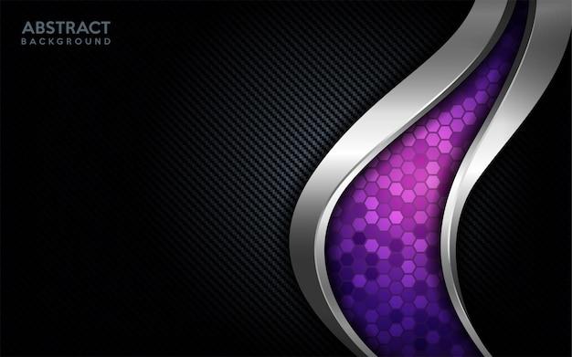 Tecnología púrpura abstracta moderna con línea plateada y fondo de carbono oscuro.