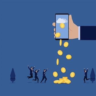 El teléfono y las monedas del asimiento de la mano plana del negocio caen de la metáfora de la nube de la ganancia en línea.