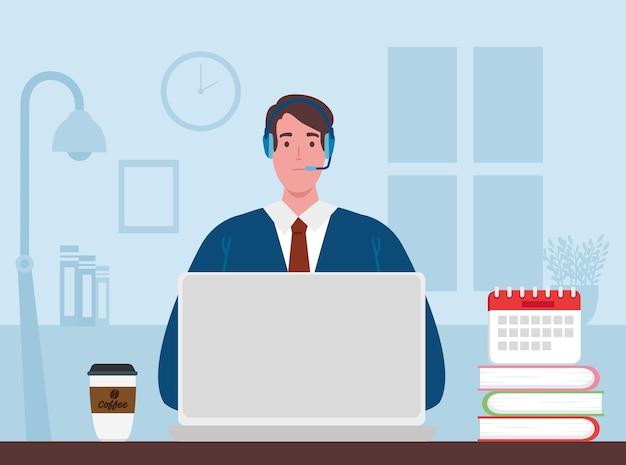 Teletrabajo, centro de llamadas de agente masculino que trabaja desde casa.