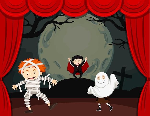 Tema de halloween con niños disfrazados.